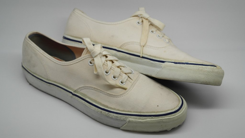 vintage_van_style_44_authentic_white_canvas_blue_fox_made_in_usa_70s_van_quality_HP_vanQhP_vanHT_nwd_10_e_1024x1024